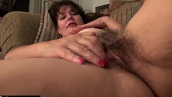USAWives grown up Lori Leane masturbating alone