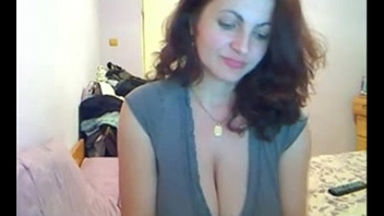 Horny MILF fretting her clit for you - camdystop.com